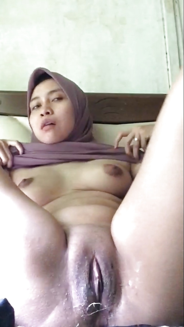 my wife naked pussy with cum